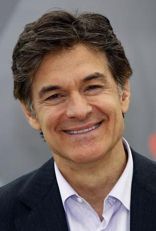 Health expert Mehmet Oz poses during a photocall for the TV series ''The Dr. Oz Show'' at the 52nd Monte Carlo Television Festival in Monaco June 13, 2012.      REUTERS/Eric Gaillard