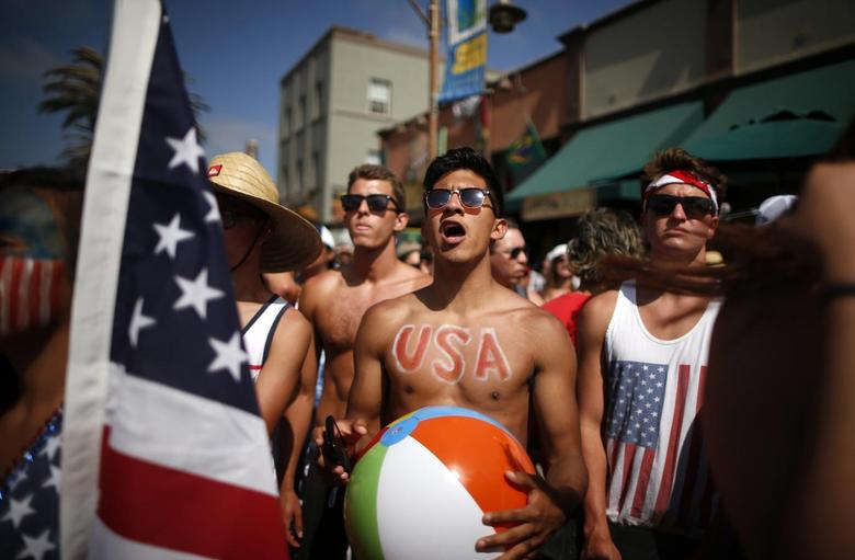 Chris Valcarcel, 19, (C) watches the 2014 Brazil World Cup Group G soccer match between Ghana and the U.S. at a viewing party in Hermosa Beach, California June 16, 2014. REUTERS/Lucy Nicholson (UNITED STATES - Tags: SPORT SOCCER WORLD CUP TPX IMAGES OF THE DAY)