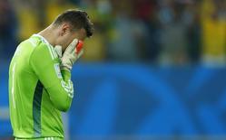 Goleiro russo Akinfeev lamenta gol sul-coreano.  REUTERS/Eddie Keogh
