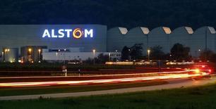 Alstom, à suivre mercredi à la Bourse de Paris. Selon une source syndicale, le gouvernement veut prendre 10% ou plus du capital du groupe via la Banque publique d'investissement aux côtés de Mitsubishi Heavy Industries dans le cadre de l'offre conjointe du japonais avec Siemens. /Photo d'archives/REUTERS/Arnd Wiegmann