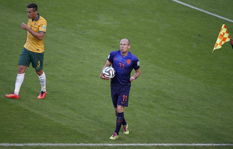 Arjen Robben of the Netherlands reacts to a referee's call for foul during the 2014 World Cup Group B soccer match against Australia at the Beira Rio stadium in Porto Alegre June 18, 2014  REUTERS/Marko Djurica