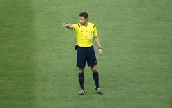 Árbitro alemão Felix Brych durante jogo entre Uruguai e Costa Rica, em Fortaleza. 14/6/2014 REUTERS/Mike Blake