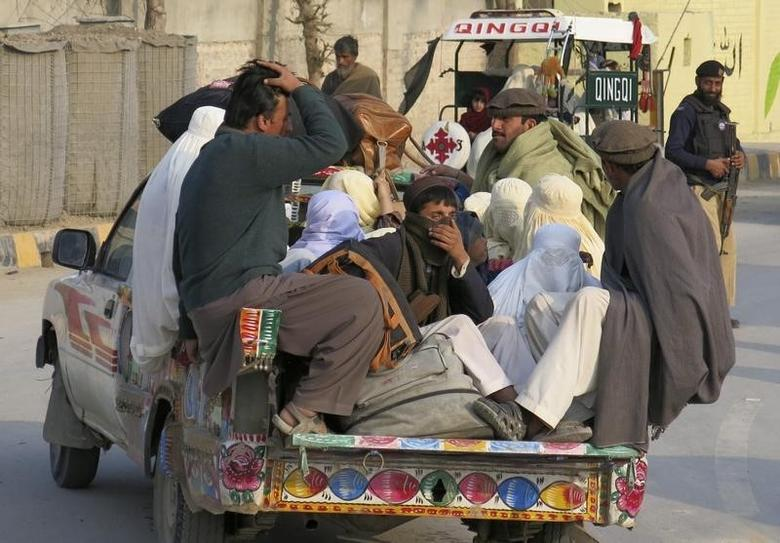Families sit in the back of a vehicle as they flee a military offensive against the Pakistani Taliban and enter Bannu January 21, 2014. REUTERS/Zahid Mohammad