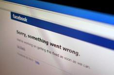 Сообщение об ошибке на сайте Facebook 19 июня 2014 года. Сайт Facebook ненадолго прекратил работу в четверг, не давая возможности пользоваться соцсетью обладателям компьютеров и телефонов по всему миру. REUTERS/Thomas White