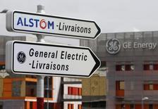 General Electric (GE) a amendé jeudi son offre de rachat de la branche énergie d'Alstom et propose désormais au groupe français une alliance mondiale à parité dans le nucléaire et les turbines à vapeur qui donnera à l'Etat français un droit de veto. /Photo prise le 27 avril 2014/REUTERS/Vincent Kessler
