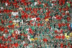 Torcedores do México esperam por começo de partida contra Brasil, na Arena Castelão, em Fortaleza. 17/6/2014 REUTERS/Mike Blake/Pool