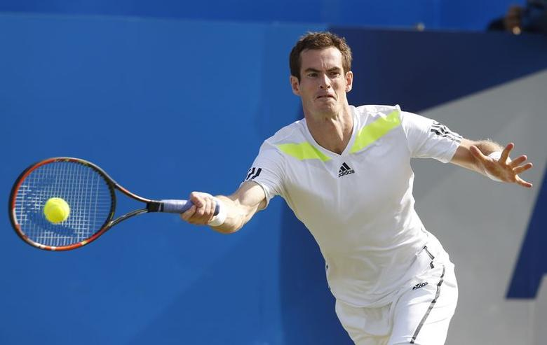 Britain's Andy Murray returns the ball to Czech Republic's Radek Stepanek during their match at the Queen's Club Championships in west London June 12, 2014. REUTERS/Suzanne Plunkett