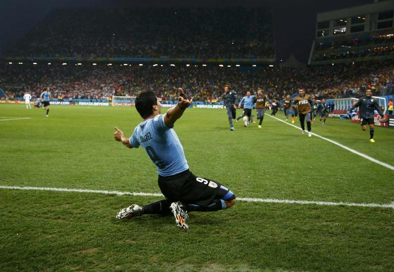 Uruguay's Luis Suarez celebrates after winning the 2014 World Cup Group D soccer match between Uruguay and England at the Corinthians arena in Sao Paulo June 19, 2014.     REUTERS/Tony Gentile