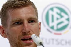 Jogador alemão Per Mertesacker em coletiva de imprensa em Santo André (BA). 19/6/2014 REUTERS/Arnd Wiegmann