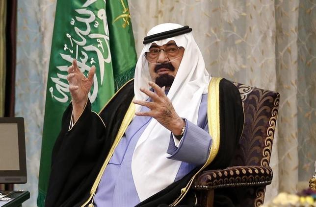 Saudi Arabia's King Abdullah talks during a meeting with U.S. President Barack Obama at Rawdat al-Khraim (Desert Camp) near Riyadh, March 28, 2014. Picture taken March 28.  REUTERS/Kevin Lamarque