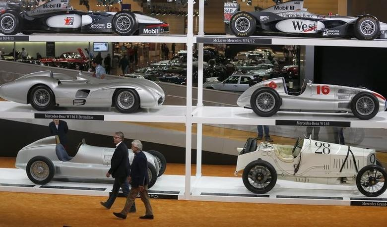 Two men walk past vintage Mercedes-Benz cars at the Techno-Classic classic car fair in Essen March 26, 2014. More than 1,250 exhibitors from more than 30 nations are showing their vintage cars and vehicles from the young-time scene starting today until Sunday.  REUTERS/Ina Fassbender (GERMANY - Tags: TRANSPORT BUSINESS SOCIETY) - RTR3IOX7