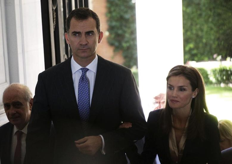 Spain's new King Felipe (L) and Queen Letizia arrive for an event to show support for victims of terrorism in Madrid June 21, 2014. REUTERS/Andrea Comas