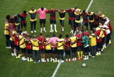 Jogadores de Camarões treinam em Brasília.   REUTERS/David Gray