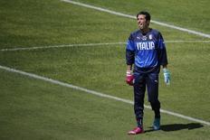 Goleiro italiano Buffon treina em Natal.    REUTERS/Carlos Barria