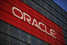 Oracle annonce lundi le rachat de Micros Systems pour 5,3 milliards de dollars (3,9 milliards d'euros), confirmant une information du Wall Street Journal. /Photo d'archives/REUTERS/Stephen Lam