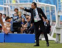Técnico da Itália, Cesare Prandelli, durante partida contra Uruguai na Arena das Dunas, em Natal. 24/6/2014 REUTERS/Yves Herman