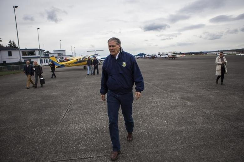 Washington Governor Jay Inslee arrives to talk to reporters about ongoing recovery operations for the Oso mudslide, at the Arlington Municipal Airport in Arlington, Washington April 3, 2014. REUTERS/Max Whittaker