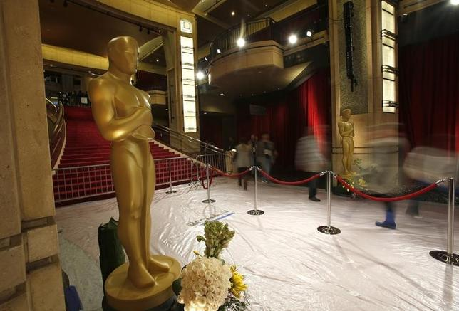 Oscar statues stand at the entrance to the Dolby Theater during preparations for the 86th Academy Awards in Hollywood, California March 1, 2014. REUTERS/Mario Anzuoni/Files