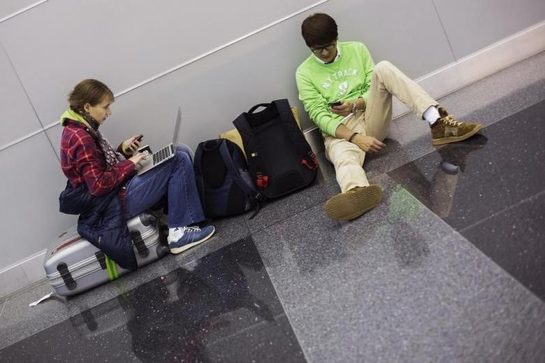 Travelers wait for their flight inside of John F. Kennedy International Airport in New York, November 27, 2013.  REUTERS/Lucas Jackson