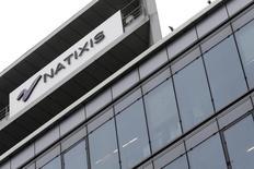 Natixis a confirmé jeudi la cession de la participation de 5,4% qu'il détenait dans le capital de Lazard au prix de 356 millions de dollars. /Photo d'archives/REUTERS/Jacky Naegelen