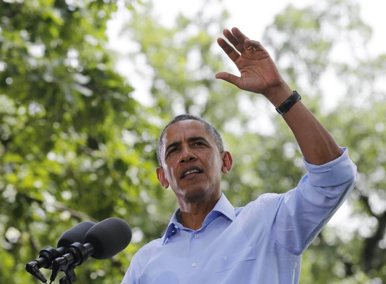 U.S. President Barack Obama participates in a town hall meeting at Minnehaha Park in Minneapolis, June 26, 2014.     REUTERS/Larry Downing