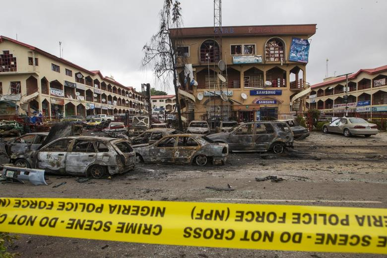 The scene of a bombing at the Emab business center is pictured filled with wreckage of burnt cars, at the business district in Abuja June 26, 2014. REUTERS/Afolabi Sotunde