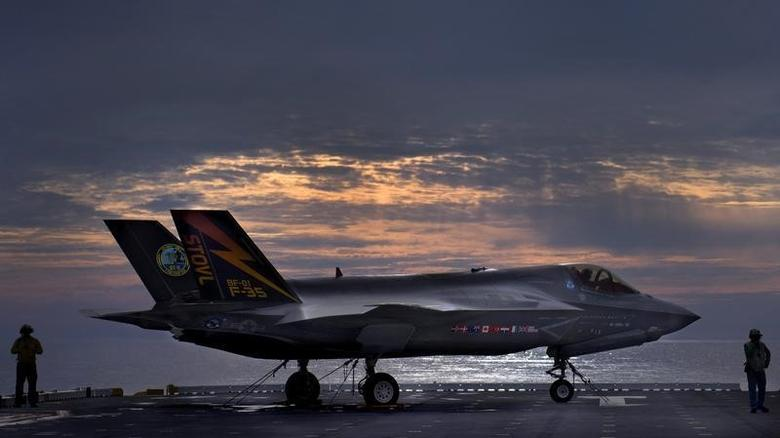 The F-35B Lighting II variant of the Joint Strike Fighter sits on the deck of the amphibious assault ship USS Wasp while being tested by Marine Corps and Lockheed Martin pilots and engineers off the coast of North Carolina in this handout photo taken August 19, 2013.  REUTERS/Sgt. Tyler L. Main/U.S. Marine Corps/Handout