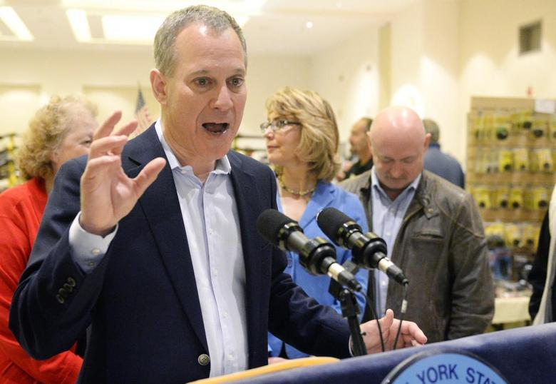 New York Attorney General Eric Schneiderman speaks to reporters during the New Eastcoast Arms Collectors Associates Arms Fair at the Saratoga Springs City Center in Saratoga Springs, New York in this file photo from October 13, 2013.   REUTERS/Hans Pennink/Files