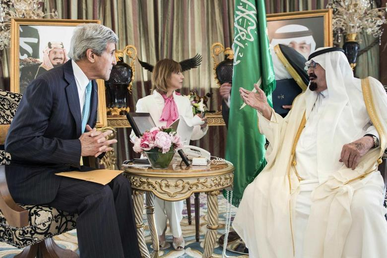 Saudi King Abdullah bin Abdulaziz al-Saud (R) and U.S. Secretary of State John Kerry wait for a meeting at the King's private residence in the Red Sea city of Jeddah June 27, 2014.  REUTERS/Brendan Smialowski/Pool