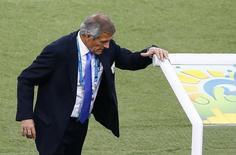 Técnico do Uruguai Tabárez contra a Colômbia. 28/06/2014 REUTERS/Ricardo Moraes
