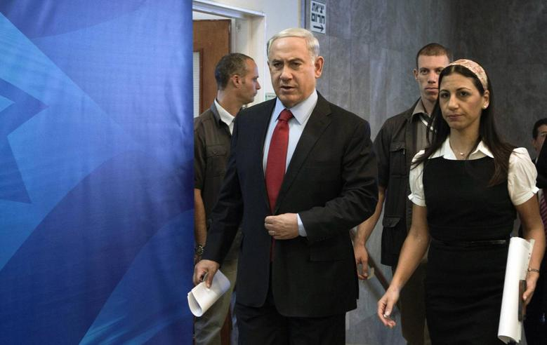 Israel's Prime Minister Benjamin Netanyahu (L) arrives at a cabinet meeting at his office in Jerusalem June 29, 2014. REUTERS/Dan Balilty/Pool