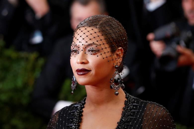 Singer Beyonce Knowles arrives at the Metropolitan Museum of Art Costume Institute Gala Benefit celebrating the opening of ''Charles James: Beyond Fashion'' in Upper Manhattan, New York, May 5, 2014.  REUTERS/Lucas Jackson/Files