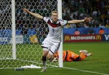 Schuerrle comemora gol da Alemanha contra a Argélia nesta segunda-feira.   REUTERS/Edgard Garrido
