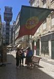 A Lisbonne. La croissance de l'économie portugaise pourrait être plus forte que prévu cette année et la suivante en raison d'une augmentation de la demande intérieure et de la relance des exportations, selon le ministre de l'Economie, Antonio Pires de Lima. /Photo d'archives/REUTERS/Jose Manuel Ribeiro