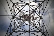 Selon l'agence de notation Moody's, les groupes européens de services aux collectivités seront affectés par la faiblesse des prix de gros de l'énergie jusqu'à la fin de la décennie en raison de la hausse de la production d'énergie renouvelable conjuguée à la faiblesse de la demande. /Photo d'archives/REUTERS/Pawel Kopczynski