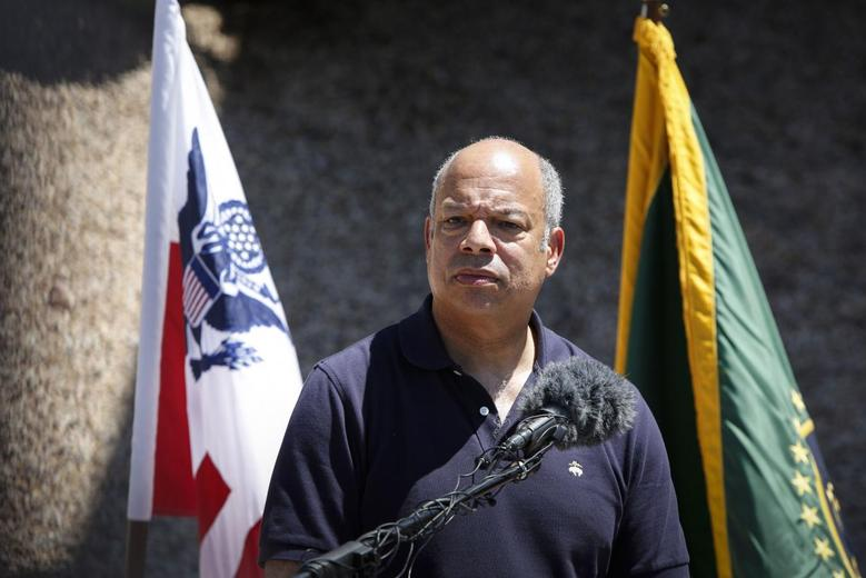 Department of Homeland Security Secretary Jeh Johnson speaks to the media at the Nogales Border Patrol Station in Nogales, Arizona June 25, 2014. REUTERS/Nancy Wiechec