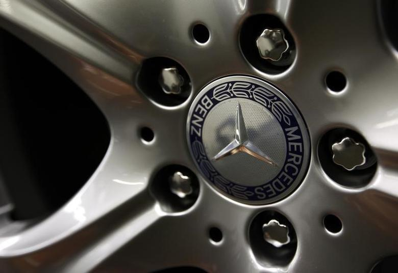 The emblem of German car Mercedes-Benz is pictured on the wheel rim of a Mercedes-Benz S-class at the plant in Sindelfingen near Stuttgart January 24, 2014.  REUTERS/Michaela Rehle
