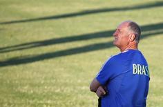Técnico Luiz Felipe Scolari participa de treinamento no Estádio Presidente Vargas, em Fortaleza. 3/7/2014 REUTERS/Yves Herman