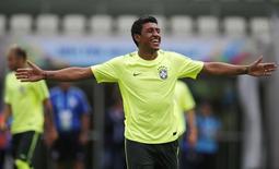 Paulinho durante treino em Fortaleza. 16/6/2014  REUTERS/Sergio Moraes