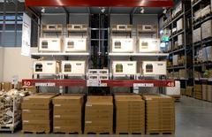 Vista general del interior de IKEA, el primer centro de ventas de la ciudad en Hamburgo, 25 de junio de 2014.  Los pedidos industriales alemanes cayeron en mayo por primera vez en dos meses y más bruscamente que lo esperado debido a un aumento de la percepción del riesgo geopolítico, dijo el viernes la Oficina Federal de Estadísticas. REUTERS/Fabian Bimmer