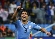 O uruguaio Luis Suárez comemora segundo gol marcado contra a Inglaterra pelo Grupo D da Copa do Mundo, na Arena Corinthians, em São Paulo. 19/06/2014.  REUTERS/Tony Gentile
