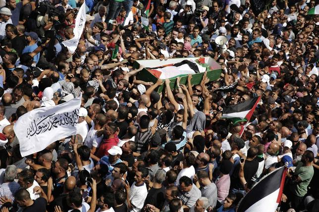 Palestinians carry the body of 16-year-old Mohammed Abu Khudair during his funeral in Shuafat, an Arab suburb of Jerusalem July 4, 2014.. REUTERS/Finbarr O'Reilly