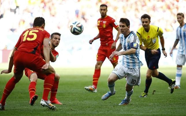 Argentina's Lionel Messi (10) fights for the ball with Belgium's Daniel Van Buyten (L) and Dries Mertens during their 2014 World Cup quarter-finals at the Brasilia national stadium in Brasilia July 5, 2014. REUTERS/Damir Sagolj