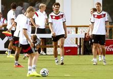 Jogadores da Alemanha durante treino em Santo André, na Bahia. 05/07/2014. REUTERS/Arnd Wiegmann