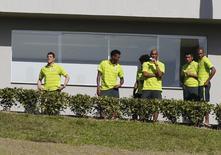 Jogadores da seleção brasileira antes de treino em Teresópolis. 05/07/2014. REUTERS/Marcelo Regua