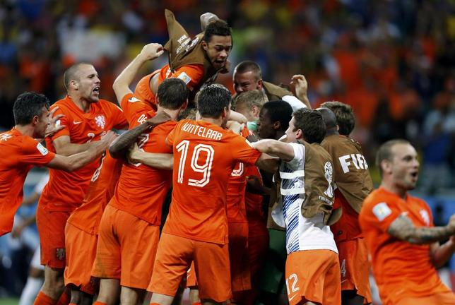 The Netherlands players celebrate after winning their penalty shootout in their 2014 World Cup quarter-finals against Costa Rica at the Fonte Nova arena in Salvador July 5, 2014.  REUTERS/Marcos Brindicci