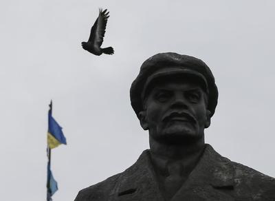 As West, Russia talk truce, Poroshenko heeds Ukrainian...