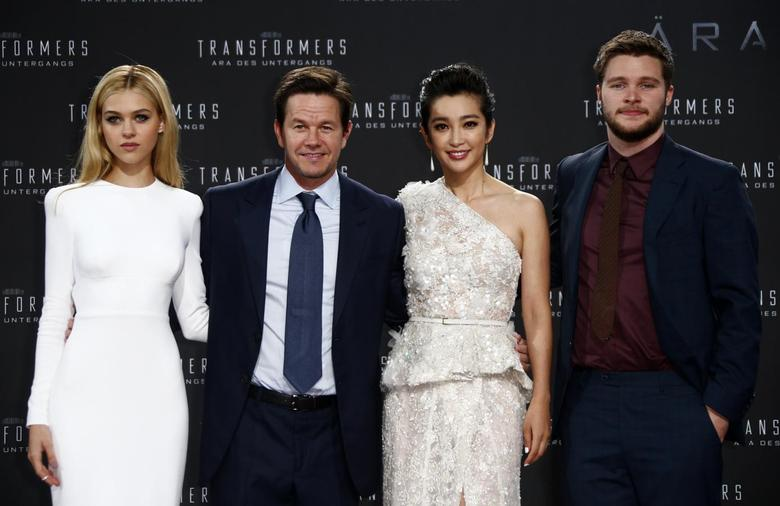 (L-R) Cast members Nicola Peltz, Mark Wahlberg, Li Bingbing and Jack Reynor pose for pictures before the European premiere of the movie ''Transformers: Age of Extinction'' in Berlin June 29, 2014. REUTERS/Thomas Peter