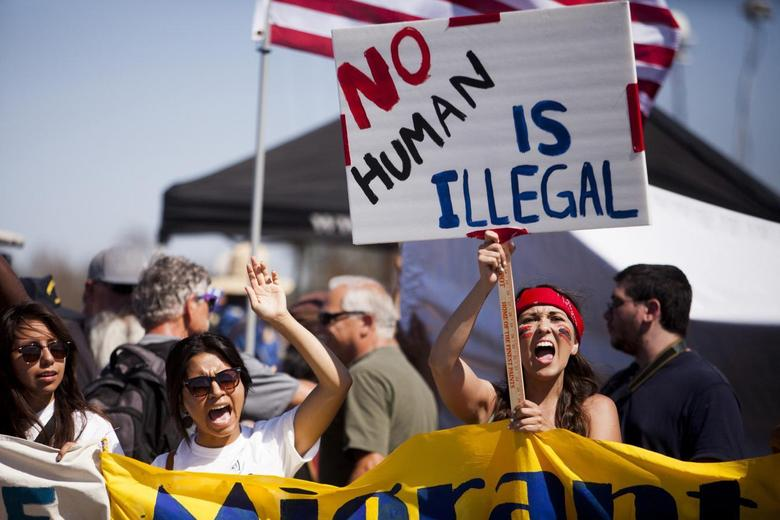 Demonstrators picket before the possible arrival of undocumented migrants who may be processed at the Murrieta Border Patrol Station in Murrieta, California July 4, 2014. REUTERS/Sam Hodgson