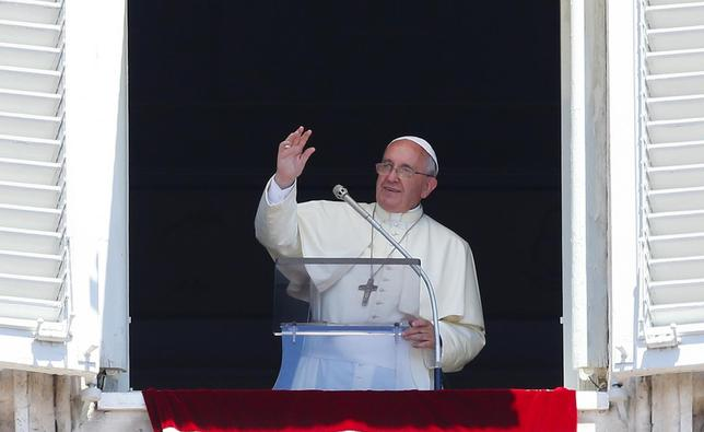 Pope Francis waves during his Sunday Angelus prayer in Saint Peter's square at the Vatican July 6, 2014. REUTERS/Tony Gentile